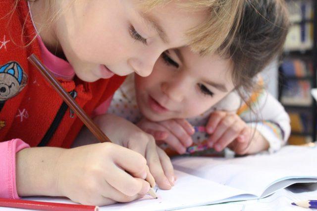 Als Kinderpfleger:in mit Kindern arbeiten